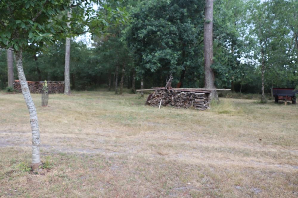 Aire camping-car à Saint-Symphorien (33113) - Photo 1